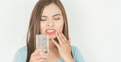 3 erros do dia a dia que causam a sensibilidade nos dentes (e como evitá-los!)